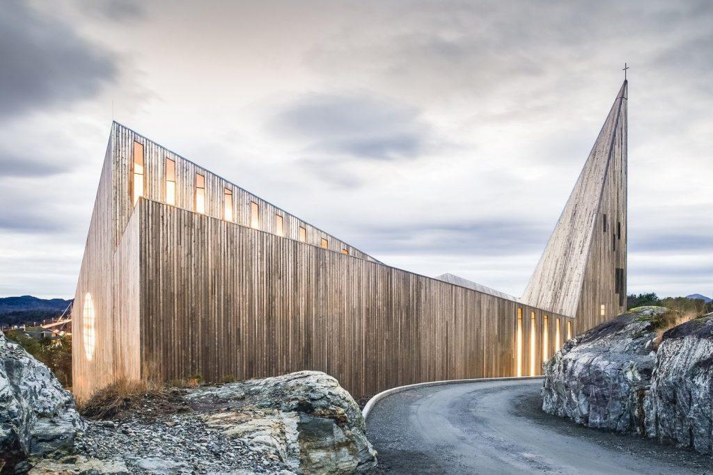 chiesa-in-legno-lato