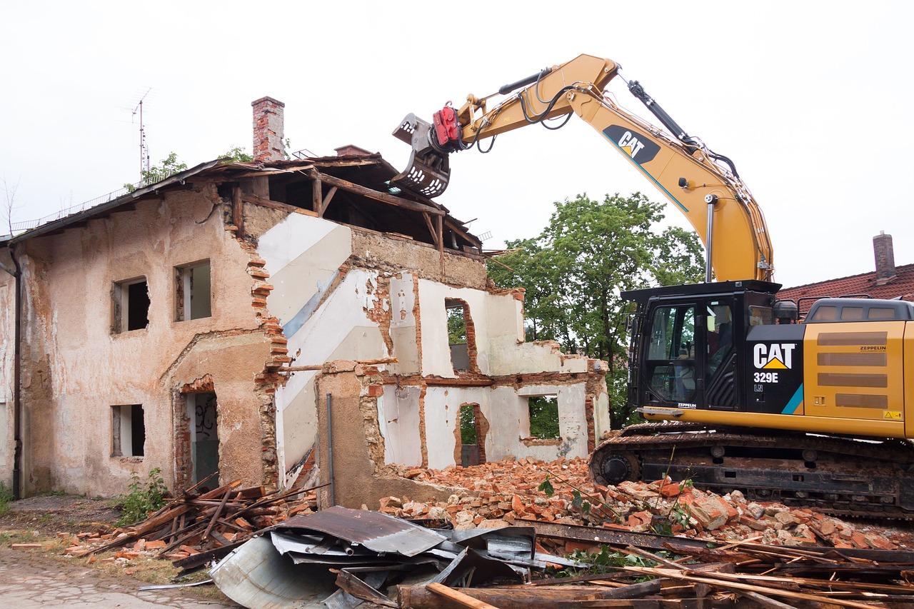 Demolire per ricostruire una casa in legno: cosa devi sapere?